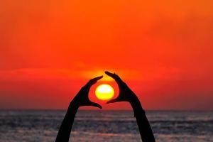 hold-me-please-sun-orange-world-baba-flickr