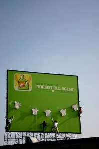 Irrestible-billboard-Ads-Banners-Posters-Glade-detergent-scent-Catchy