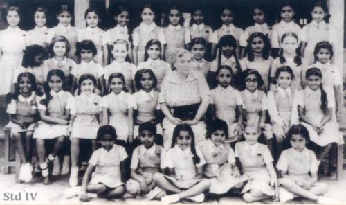 Jayalalitha_Child_kid_JJ_School_Group_Photo_Bishop+Cotton_Bangalore