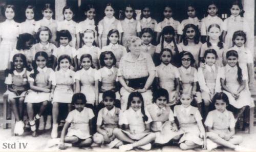 Jayalalitha_Child_kid_JJ_School_Group_Photo_Bishop+Cotton_Bangalore