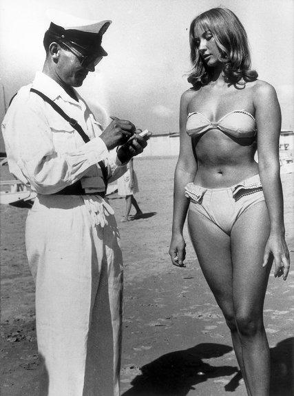 Italy_Bikini_ban_Police